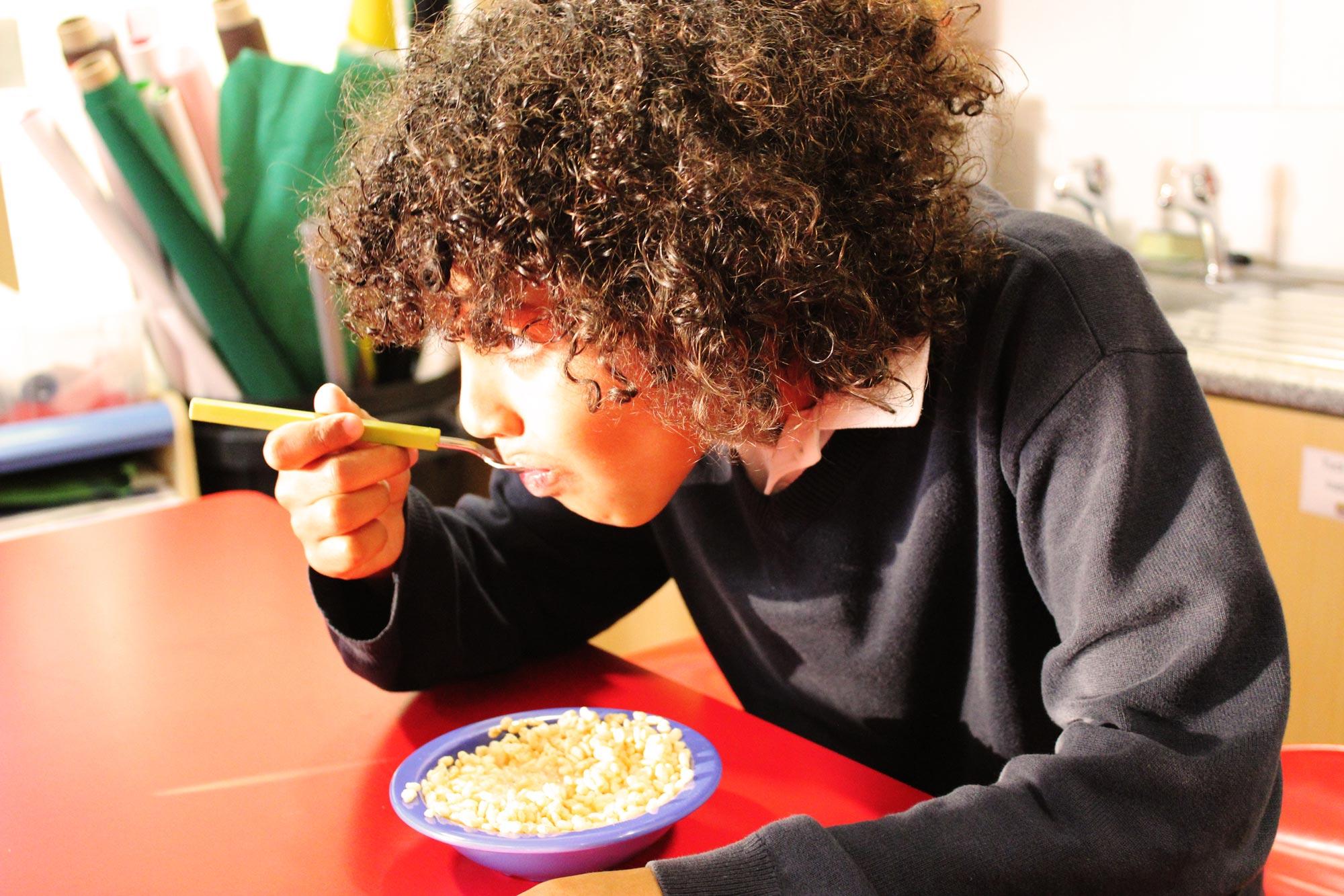 breakfast-club-eating-cereal