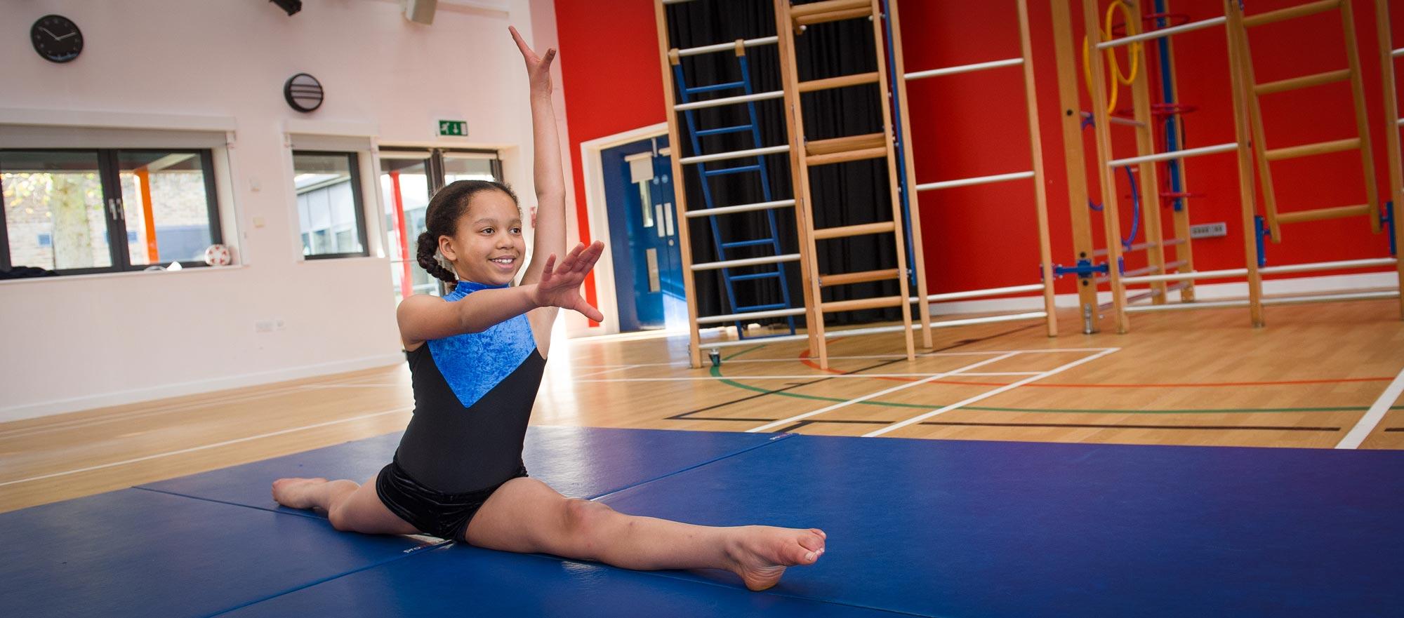 girl-gymnastics-split