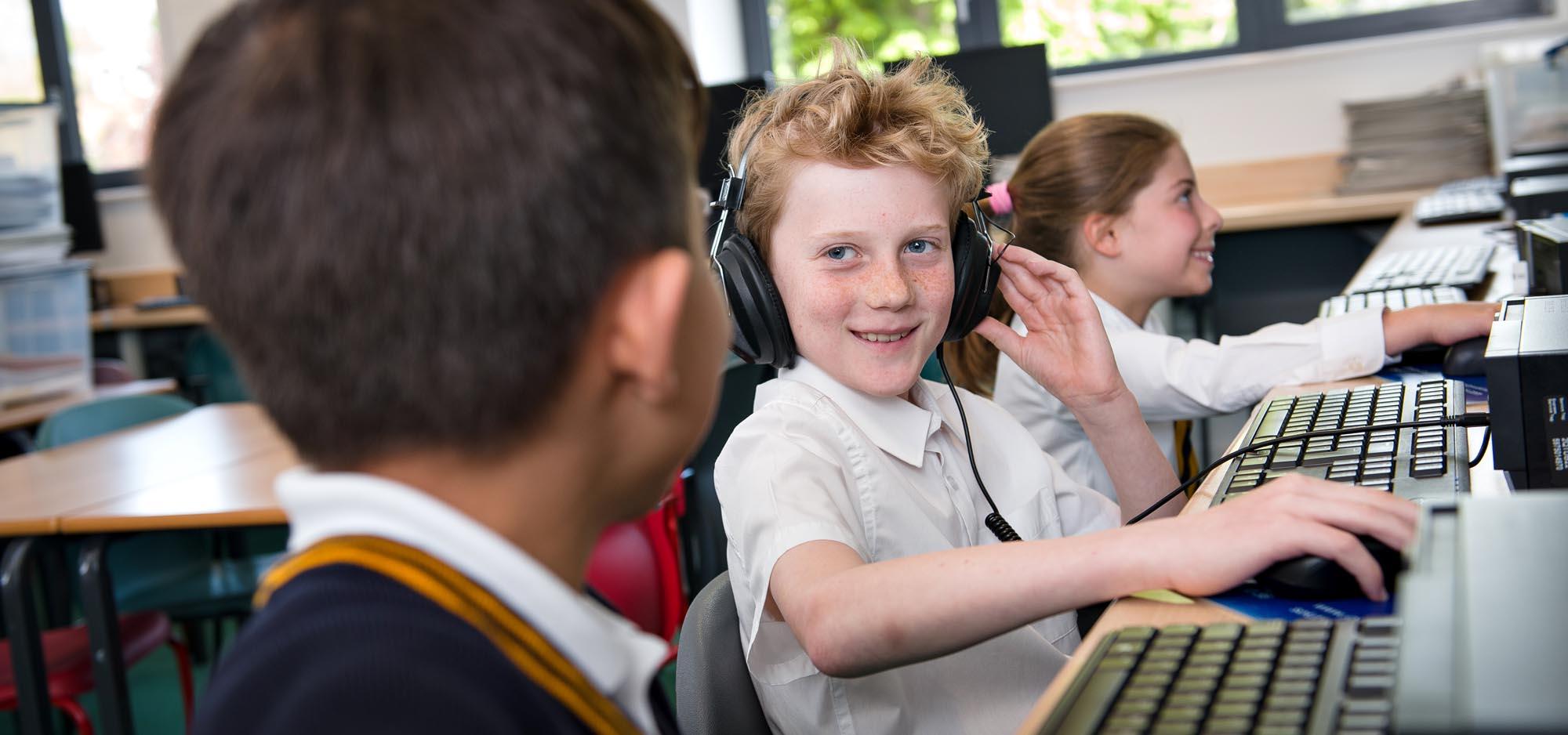 boy-headphones-computer