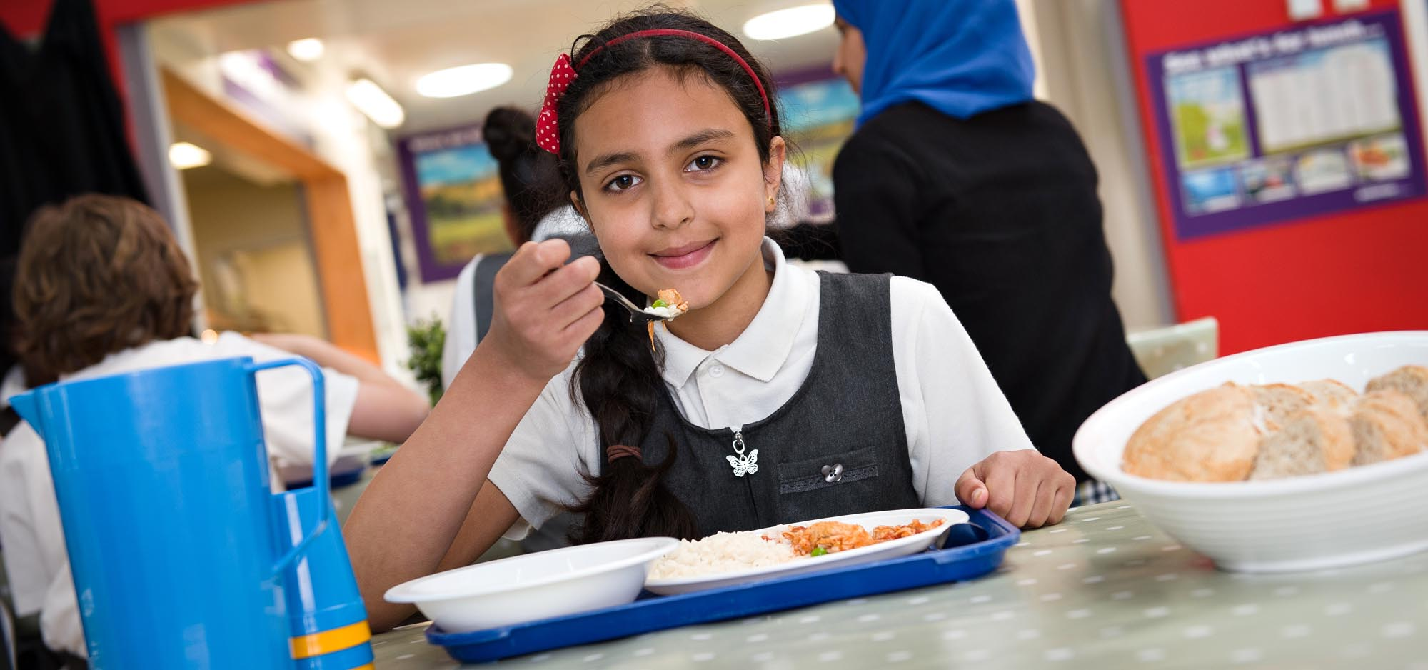 girl-eating-lunch