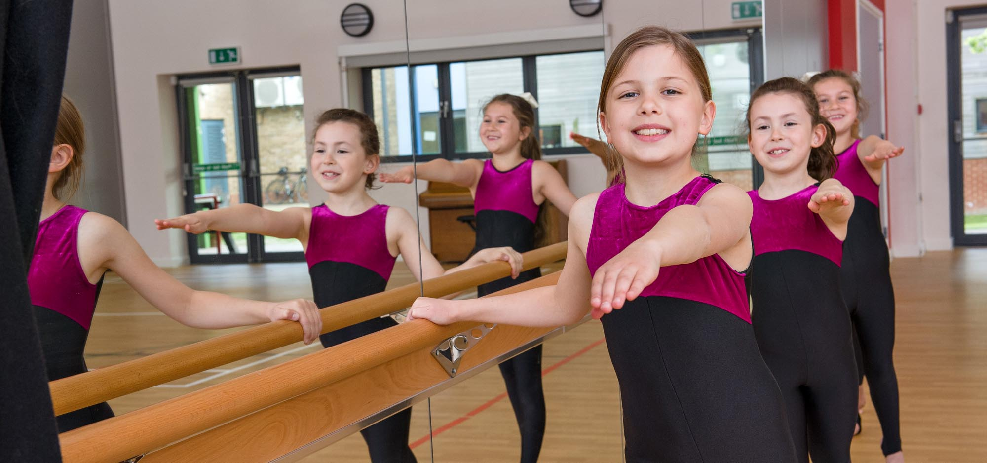girls-ballet-barre-exercise
