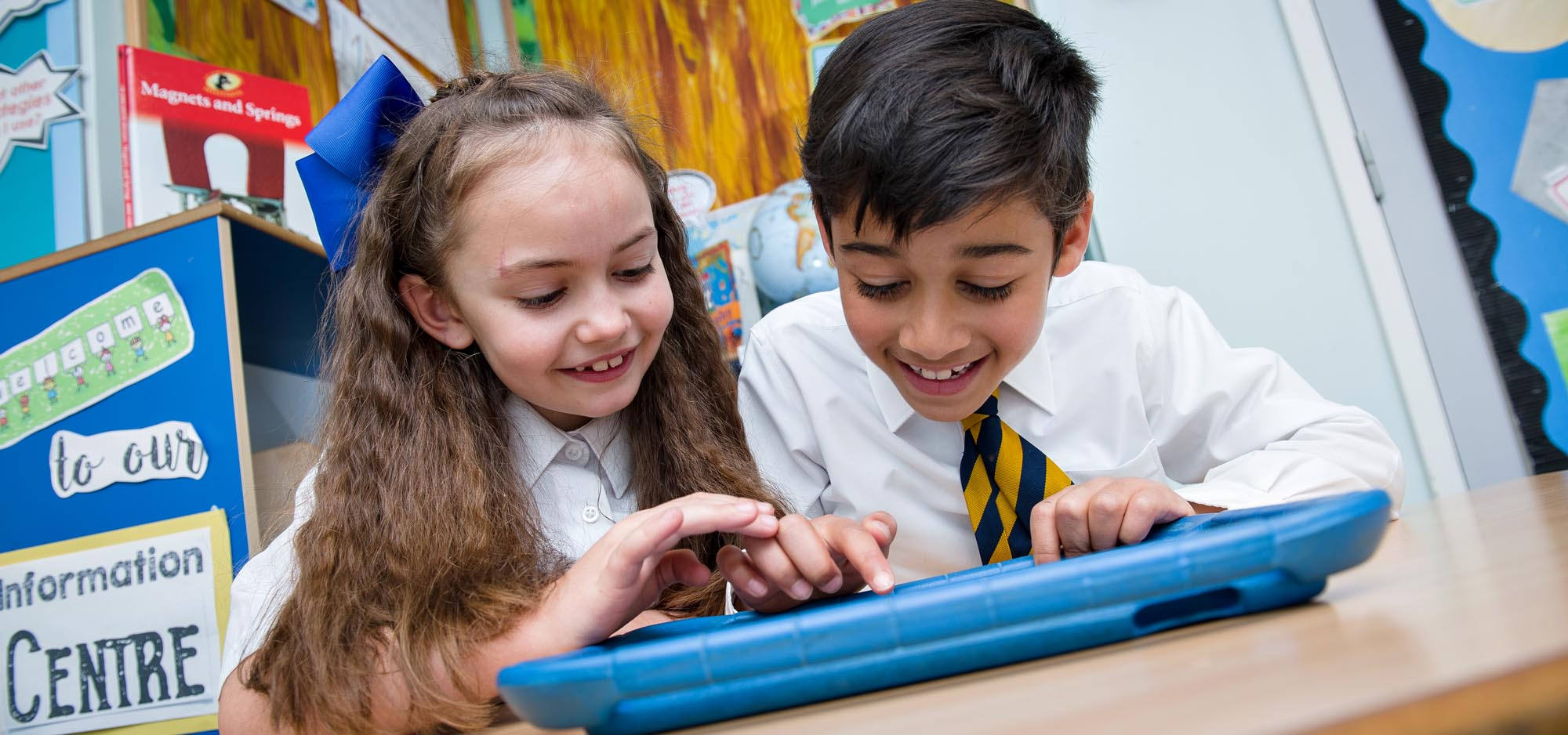 boy-girl-tablet